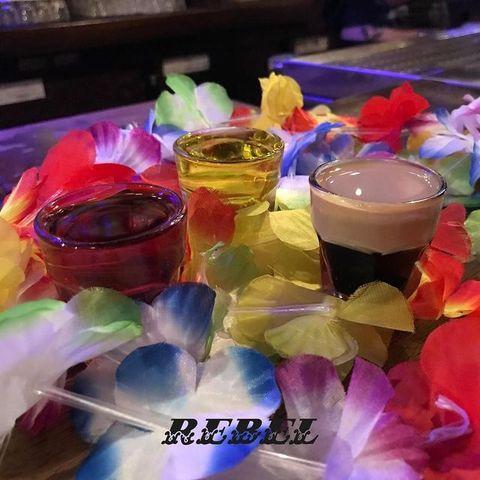 𝙨𝙝𝙤𝙩, 𝙨𝙝𝙤𝙩! 𝙨𝙝𝙤𝙩, 𝙨𝙝𝙤𝙩, 𝙨𝙝𝙤𝙩, 𝙨𝙝𝙤𝙩! 𝙨𝙝𝙤𝙩! 𝙀𝙑𝙀𝙍𝙔𝘽𝙊𝘿𝙔 !  et bien-sur, on oublie pas de poster une photo lors de votre venue au @OsullivansChatelet avec #RebelBarParis pour un shot offert 😎 ⠀ .⠀ .⠀ .⠀ .⠀ .⠀ .⠀ .⠀ .⠀ #IrishPubParis #PubIrlandaisParis #barChatelet #OSGroup #OSullivansParis #PubParis #barParis