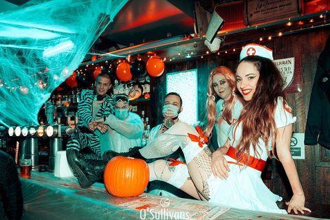 #THROWBACK Halloween 2019 ! 🎃  En attendant les annonces de ce soir, on se  rappelle d'Halloween de l'année dernière dans votre #BarMarais.  How was your last halloween at the #OSullivansChatelet ? 👀 Avec ce qu'il se passe en ce moment, on ne fait aucune soirée d'Halloween cette année, mais promis, l'année prochaine on va mettre les bouchées doubles, digne des Halloween Maze 💯