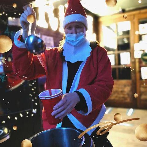 [REOUVERTURE REBEL - CE WEEK END]⠀ HO HO HO ! 🤶 Le #OSullivansChatelet se transforme en taverne du Père Noël et ouvre à partir de ce VENDREDI jusqu'à DIMANCHE pour faire un break. ✨⠀ VENDREDI 18/12 : 16H - 19H ⠀ SAMEDI 19/12 : 14H - 19H⠀ DIMANCHE 20/12 : 14H - 19H⠀ Au programme ? Vente à emporter ! Envie de faire un break lors de votre Christmas shopping à #Chatelet et #Rivoli ? 🎄 Pas de soucis, votre #IrishPub vous attend ! Au menu : ⠀ ❄️ VIN CHAUD - 4€⠀ ❄️CIDRE CHAUD - 5€⠀ ❄️ PINTE GUINNESS / GRIMBERGEN - 5,90€ ⠀ ❄️HOT DOG - 3€⠀ Toute la team du #RebelBar vous attend ! Vous nous manquez, c'est l'occasion de se revoir pour le temps d'un week-end ☃️