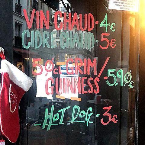 GUESS WHAT ? 🤶 ⠀ Le #OSullivansChatelet continue sa vente à emporter ! 💃⠀ Cidre chaud, vin chaud, Guinness et Grim au programme ! ✨ Et si vous avez un petit creux ? Pas de soucis, notre #IrishPub vous propose même des Hot Dogs ! ⠀ -------------------------------------------⠀ LES HORAIRES : ⠀ ❄️ MARDI 22/12 - MERCREDI 23/12: 15H30 - 19H30 ⠀ ❄️ SAMEDI 26/12 - DIMANCHE  27/12 : TBA.⠀ -------------------------------------------⠀ N'hésitez pas à passer nous dire bonjour, Rue des Lombards à #Chatelet ! On vous attend nombreux ✨