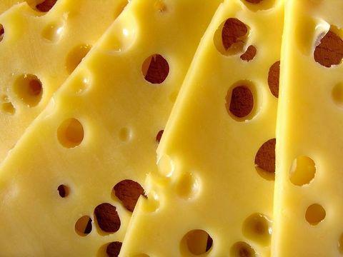 Burgers, Plateaux, Tapas, Poutine ... IL.EST.PARTOUT ! 😋 ⠀ En vous souhaitant une agréable journée nationale du fromage ! 🧀