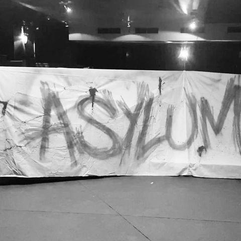 🎃 One year ago On vous préparait un #halloween démentiel #asylum . Un super travail de @polozman qui n'avait pas résisté à la pluie 😂 . #tag #graffiti #creepy #halloweenparty #blood #paris #pub #party