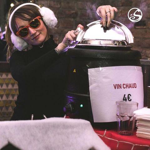 🍷 WEEK-END 🍷 ⠀ ⠀ Le #weekend on reste #chill.⠀ Tout les ans le #osullivanspigalle prépare du vin chaud pour des Winter Apéro !⠀ ⠀ Like si toi aussi tu es un adepte 😉 ⠀ ▪️⠀ ▪️ ⠀ #winter #december #ski #vinchaud #xmas #christmas #nye #noel #santaclaus #bar #irishpub #winteroutfit #winteriscoming #winterfashion #wintertime #weekendvibes #weekendmood #likeforlikes #likeforfollow #paris #paris18 #pigalle #osullivansbythemill