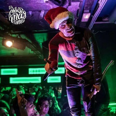 🎄Rock on 🎄  🤟 Souvenir du concert de @ice9kills  au #osullivansbackstagebythemill   ☃️  #concert #concertinparis #christmastime #music #metal #metalmusic #metalband #metalcore #metalhead #christmashat #pigalle #paris #paris18 #live #livemusic #liveconcert #musicphotography #concertphoto #singer #osullivanspigalle