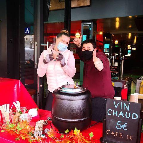 ❇️OPEN  Dernier dimanche de janvier et nous sommes ouverts !  Viendez nous voir 😉  Des pâtisseries maisons, de la bière, des hot dog, du vin et cidre Chaud, de la bonne humeur... Toute la panoplie du bonheur 💥  #popupstore #mulledwine #hotcider #mulledcider #pie #homemadepie #cake #beer #craftbeer #draughtbeer #goodvibes #instagood #bar #barPigalle #paris18 #osullivansbackstagebythemill #osullivanspigalle