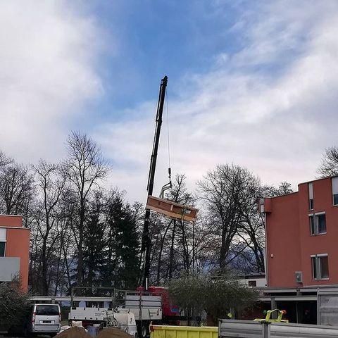 Heute wurde der neue Lift geliefert- es geht vorwärts auf der Baustelle und wir freuen uns auf Sie ab Ostern 2021! #umbau #centromagliaso #hotelleriesuisse#swisslodge#wirdschön#magliaso#asaufzüge #baustelle