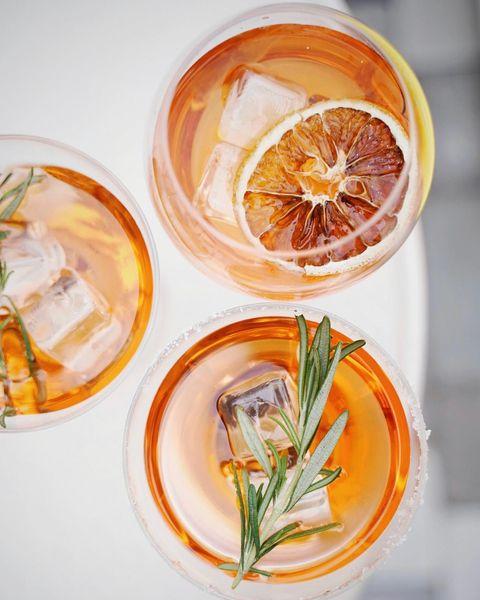 J-1 avant notre réouverture ⏱ On se retrouve demain soir dès l'apéro au cœur de nos jardins • #villadjunah #djunahliving #antibes #antibesjuanlespins #cotedazur #frenchriviera #southoffrance #provencal #mediterranean #boho #placetobe #happyhour #spritz #cocktails #drinks #summervibes