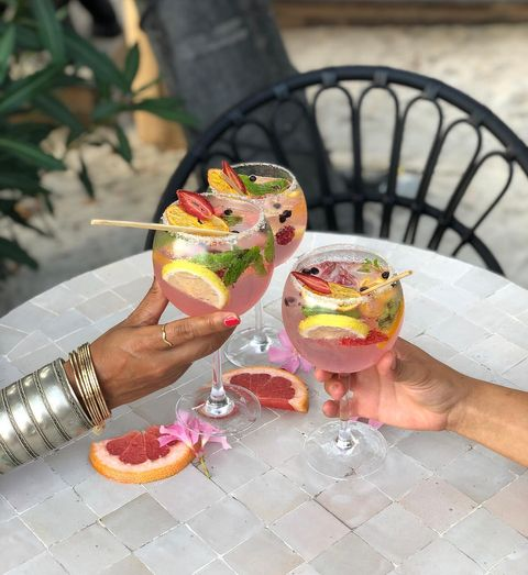 Thursday's call for a girls night out @villadjunah 🌺  #villadjunah #bliss #antibescotedazur #juanlespins #frenchriviera #enjoy #chill #happyhour #girlsnight