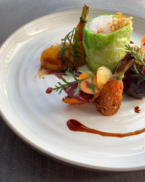 En quête d'inspiration pour votre prochain dîner chez vous?   Suivez nos Instagram live cooking avec notre chef de cuisine @danielecodini tous les 2e et 4e jeudis du mois pour un peu d'inspiration Djunah 👩🏻🍳  Restaurant ouvert du mardi au samedi  Réservez votre table au 09 70 68 31 50   #villadjunah #djunahliving #frenchriviera #cotedazur #instagramlive #foodporn #happyplace #goodvibes #restaurant #jlp #antibesjuanlespins #paradise #foodie #foodpics #foodinspiration