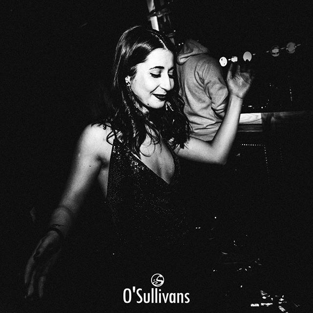 Ah, ha, ha, ha, stayin' alive, stayin' alive 🎶 Rejoins-nous ce soir pour une soirée de foliiiiie !  On t'attends pour mettre le feu au #dancefloor ! #saturdaynightlive . SATURDAY NIGHT LIVE ⚡ w/ @lenaforato ⏰ 23h-05h30� 🍹 Happy hours de 15h à 20h !