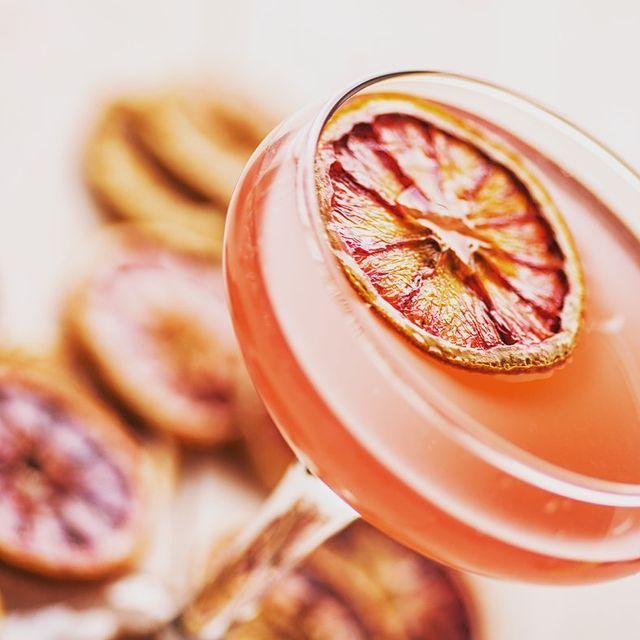 #osullivansfranklindroosevelt   HAPPY HOUR 15h-20h #aveclescopains  🍻Bières 6,50€ 🍸Cocktails 8€ 🍹Cocktails sans alcool 6€   Ouvert tous les jours à partir de 9h -2h   🥓FOOD SERVICE  Tapas au choix- Planche mixte - The friends' sharer . A partager entre copains  Et d'autres plats délicieux à déguster    🎉Le cocktail de la semaine pour bien commencer le mois de septembre:  -MINT JULEP (Chivas 12 years- Luxardo Maraschino-Cane syrup- Lime-Fresh mint)🍋  Notre terrasse n'attend plus que vous et votre bande de copains. Nouvelle playlist spécial été, du bon son dans vos oreilles pour profiter du soleil, de vos ami(e)s autour d'un délicieux cocktail !  Réserve dès maintenant une table en terrasse, à l'intérieur ou au patio.  📞01 45 63 28 34  📧 fdr@osullivans-pubs.com   🏘  63 Avenue Franklin Delano Roosevelt 75008 Paris  #champselysees#restaurantparis#irishpub#summer#biere#paris#clubbing#food#cocktails