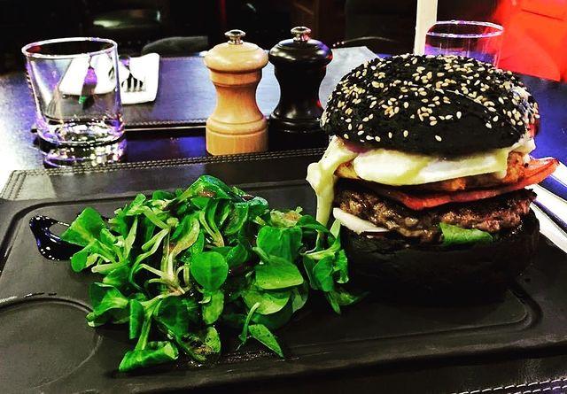 GOOD NEWS #blackburger   A la fin du confinement un petit nouveau débarque O'sullivans Franklin Roosevelt, avec des frites bien sur pas d'inquiétude 🍟#desnouveautéstouslesjours   HAPPY HOUR 15H-20H #bonnenourriture   Vous nous manquez énormément 🤎#noussommesriensansnosclients
