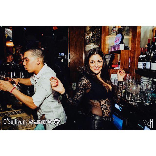 We don't forget you 🤍  Nous espérons que vous avez passé de bonne fêtes 🍾 #champagne#family   Quelles sont vos résolutions pour l'année 2021 ? #2021resolutions   #osullivansfranklindroosevelt#paris#danse#2021#irishpub#biere#restaurant#bar#champselysees#afterwork