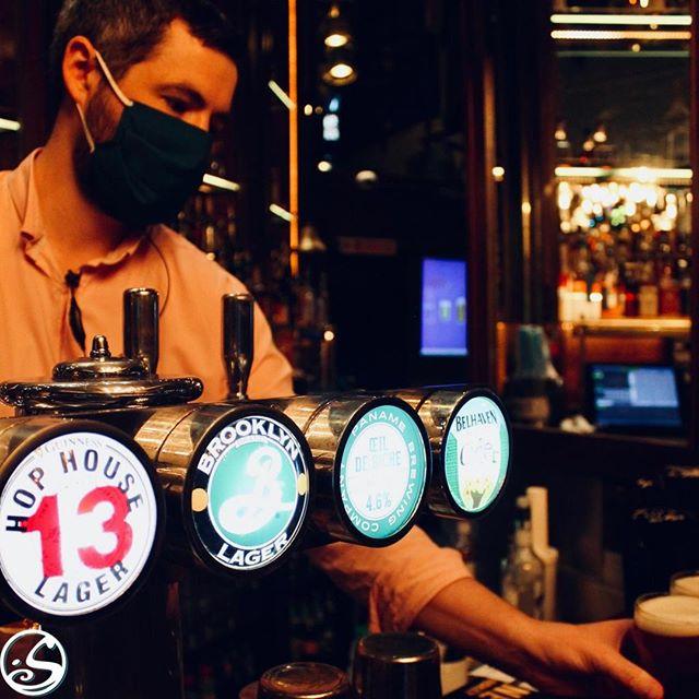 😌 DÉCOMPRESSEZ AVEC NOS PRESSIONS 🍺 ! ⠀ Demandez à Theo 👨🏻, il va vous aider à trouver une bière 🍻  à votre goût 🤤 ! ⠀ - - ⠀ Theo 👨🏻 is here to help you find a beer 🍺 to satisfy your taste buds 🤤 ! ⠀ 🍻 HAPPY HOUR 7/7 - 17H - 23H 🍸⠀ - - ⠀ #osgb #osullivans #irishpub #irishbar # bar #guinness #guinnesshophouse13 #beer #afterwork #sportsbar #beerontap #summer #grandsboulevards #paris #tuesdaymotivation