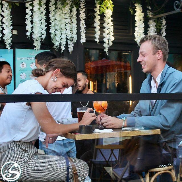 CE N'EST PAS UNE BLAGUE ! 😜⠀ - - ⠀ Profitez du mois de la rentrée avec nos nouveaux évents toutes les semaines !⠀ ⚡️ Drinks Flash - Du lundi au mercredi, prix exceptionnels après minuit pendant 20 mins !⠀ 🎤 Mardi Music - Tous les mardis Live music à partir de 19 H 30 !⠀ 🍻 AperO'sullivans - Tous les jeudis, Live DJ à partir de 18H  Happy Hour prolongé à 23H  Promotion sur les planches et le vins !⠀ - -⠀ ✍️ N'hésitez à nous dire ce que vous aimez avoir dans les afterworks chez nous ! Comédie ? Jeux de société ? Pub quiz ? Blind test ? ⠀ - - ⠀ 🙏 Merci à @manulejeune28 et votre aime en partageant ce moment entre vous !  - -  #osgb #osullivans #irishpub #bar #afterworks #happyhour #Paris #sortieparis #events #septembre #rentrée