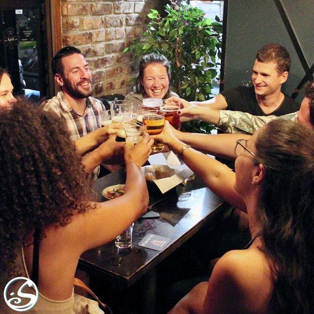 🙌 FINALLY FIRDAY ! 🙌⠀ - - ⠀ 💃 Commencez le week-end du bon pied ! Retrouvez vos amis tout en dégustant nos plats et nos boissons ! ⠀ 🍺 Complétez le tout avec notre nouvelle bière du moment - Paname Barge Du Canal ! 🙏 Merci beaucoup à @pauline__travel et à vos amis pour la photo !⠀ - - ⠀ 🍔 Service de restauration 18H - 22H ⠀ ✍️ Reservations Possibles ⠀ 📲 0767399874 ⠀ 📩 events.gb@osullivans-pubs.com⠀ - - ⠀ L'abus d'alcool est dangereux pour la santé. À consommer avec modération⠀ - - ⠀ #osgb #osullivans #Paris #grandsboulevards #sortieparis #happyhour #weekend #amis #irishpub #bar #beer #beerofthemoment #restaurant #cheers #sante