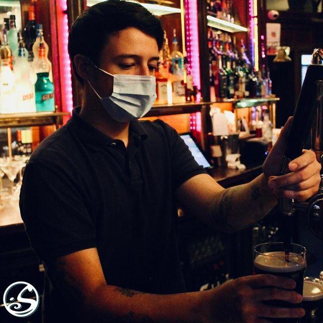 👋 AVEZ-VOUS DÉJÀ RENCONTRÉ IVAN ? ⠀ - - ⠀ 🤵 @ivanoconnel aime les tatouages, le ROCK et une bonne pinte de Guinness ! 🍺  Ivan est barman depuis plus de 5 ans ! 🍹 Si vous avez une envie particulière, Ivan connaît la bonne boisson ! Venez aujourd'hui et dites-lui bonjour ! 👋⠀ - - ⠀ 🌙 MARDI SOIR ⠀ 🍻 HAPPY HOUR - 17H/21H⠀ 🍔 Service de restaurantion - 18H/22H ⠀ 🎤 LIVE MUSIC - 19H30/22H30 ⠀ 💼 J-11 - BACK TO BUSINESS CONTEST ⠀ - - ⠀ #osgb #osullivans #Paris #grandsboulevards #happyhour #tuesdaytip #beer #guinness #staff #team #newtotheteam #livemusic #food #sortieparis