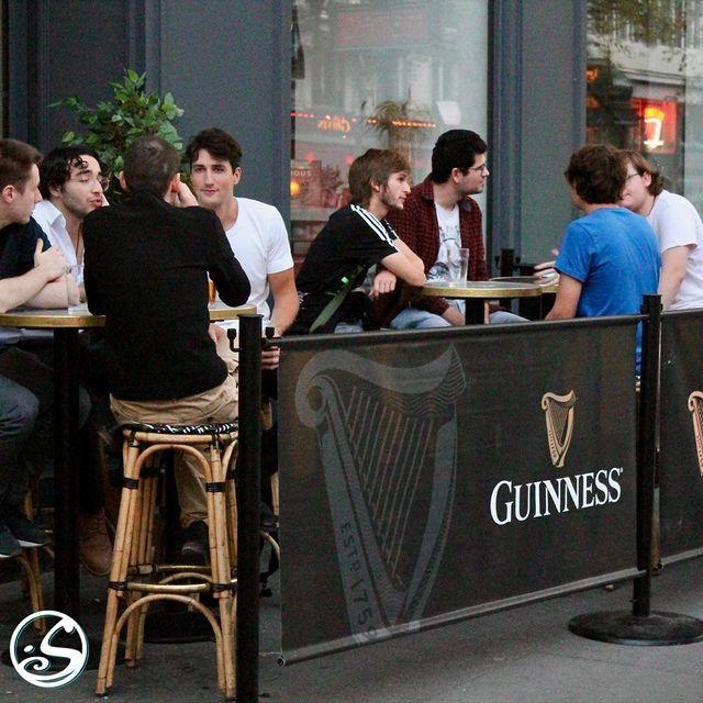 🙇 Après une longue semaine de travail ! Profitez de votre samedi pour rattraper le temps perdu avec vos amis ! 💁 ⠀ - - ⠀ ⚽️ Des matchs de football ce soir ! ⠀ Premier League - West Brom vs Chelsea - 18H30⠀ Ligue 1 - Marseille vs Metz - 21H00 ⠀ ⚠️ J-6 - Back To Business Contest ⠀ - - ⠀ #osgb #osullivans #Paris #grandsboulevards #irishpub #bar #guinness #weekend #amis #football #friends