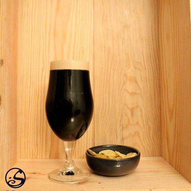 🖤 BACK TO BLACK ⠀ - - ⠀ 🎁 Après avoir fait le shopping pour le BLACK FRIDAY, pourquoi ne pas s'en tenir au thème et se détendre avec une Guinness ! ⠀ 🍺 Qui d'autre manque d'une Guinness à la pression ? ⠀ - - ⠀ L'abus d'alcool est dangereux pour la santé, les boissons alcoolisées sont à consommer avec modération.⠀ - -⠀ #osgb #osullivans #Paris #grandsboulevards #irishpub #irishbeer #beer #guinness #happyhour #apero #sante #cheers #blackfriday #abientot