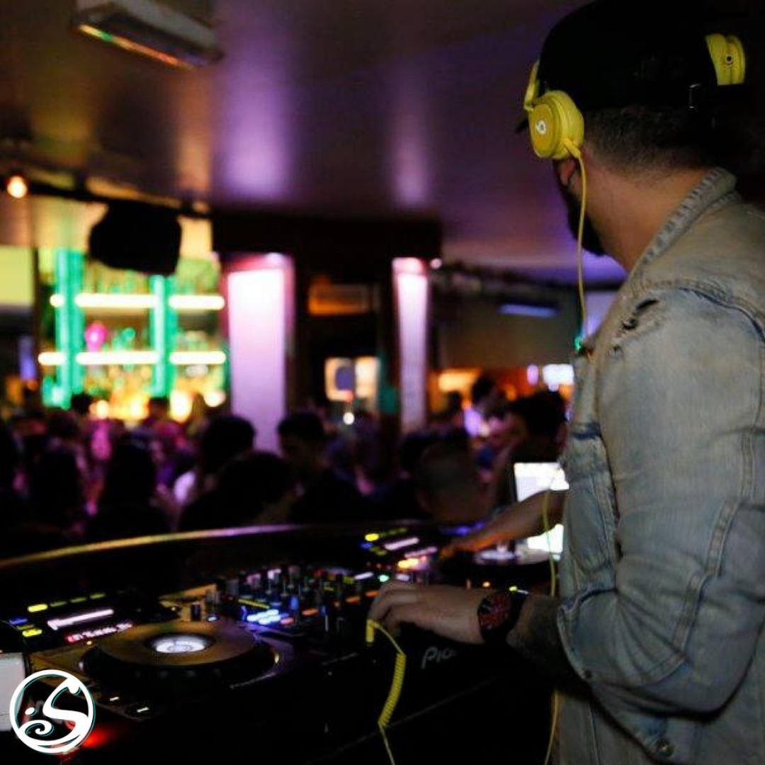 #TBT to DJ's 🎧 & Dancing 💃🕺 - -  🎶 What songs are you excited to dance to when we can have nights like these again? Let us know in the comments! 👇 - -  #osgb #osullivans #thristythrusday #irishpub #irishbar #dj #music #dance #club #memories #party #paris
