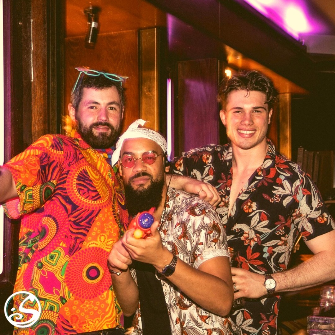 3 MEN & A BAR! 🧔🏻♂️🧔🏽♂️🧑🏼🍻 - -  What do an Englishman, a Portuguese-man, and an Irishman have in common ? 🧐 They are barmen at O'Sullivans! 🤪 As we celebrate Europe Day, we also celebrate all of our diverse team members who make O'Sullivans the best team to join! 🥳 - -  ⚠️ Remember we are hiring for this summer season! 😎  Have experience in hospitality service, and speak more than two languages?! 📩 Send along your CV to: dollie@osullivans-pubs.com  - -  #osgb #osullivans #thowback #hippiechic #party  #memories #barmen #irishpub #irishbar  #paris #EuropeDay #joke #sundayfunday